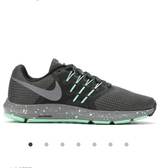 Zapatos Se Nike Mujeres Run Swift Se Zapatos Corriendo De Nuevo Poshmark 366c4d